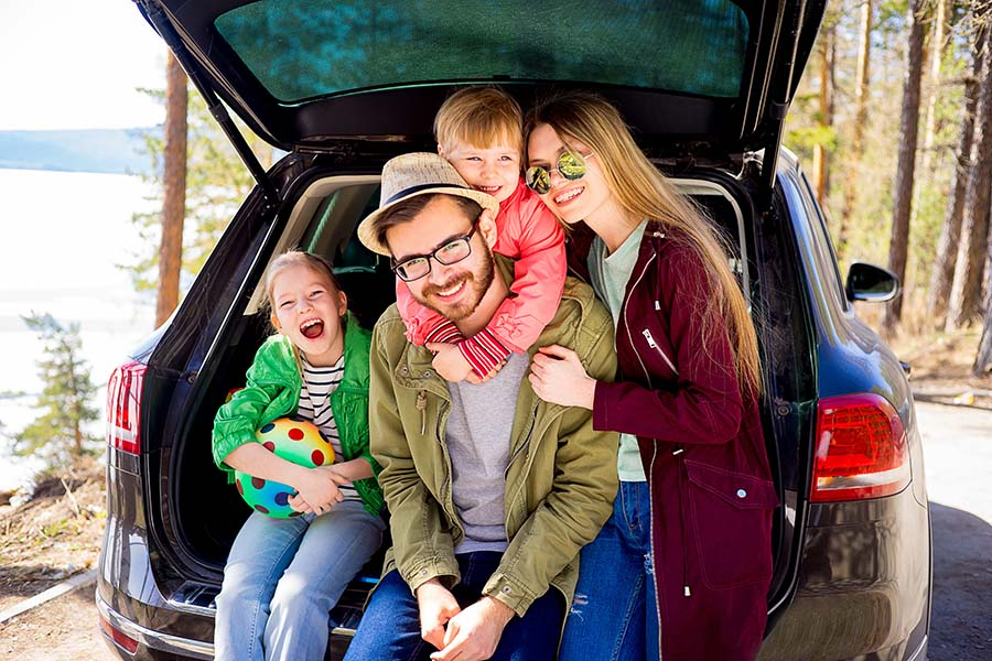 Header - Happy Family On Road Trip